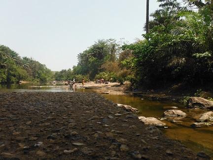 Wasje doen in de rivier